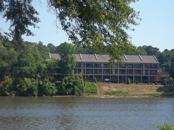 Riverwalk luxury condos and retail shops on the beautiful Black Warrior River, across from Rivermont