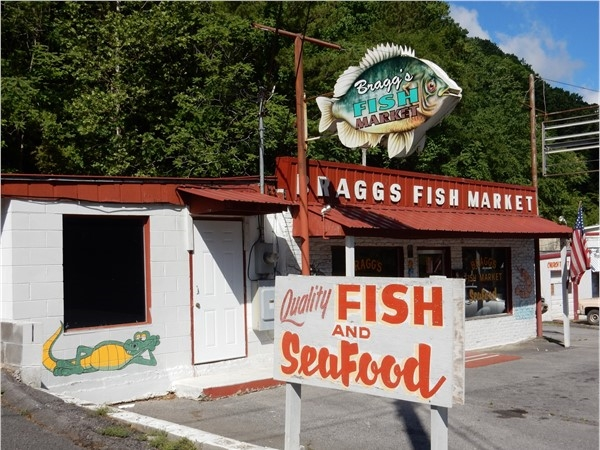 Bragg's Fish Market, 1625 Henery St. - serving Guntersville community since 1962