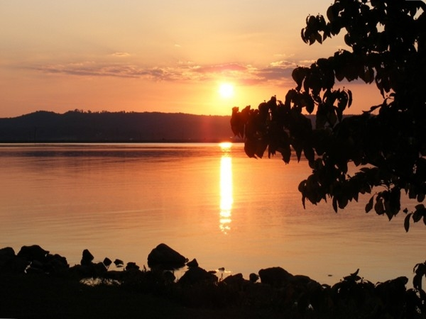 Wonderful sunset from the shores of Lake Guntersville in Civitan Park, Guntersville, AL