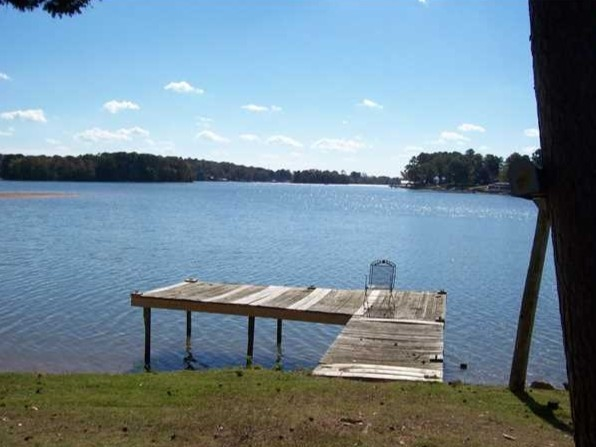 Simple living at Logan Martin Lake! Just enjoy the sunshine!