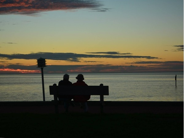 Romance in Fairhope overlooking Mobile Bay