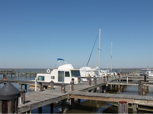 Lake Forest Marina has wet and dry slips. It is adjacent to yacht club. Enjoy your day in the sun.